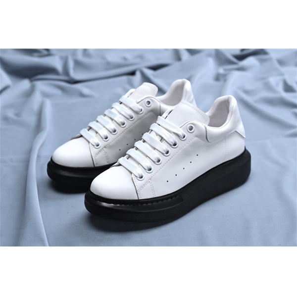 Women White Platform Casual Sneakers With Black Outsole Featured Image