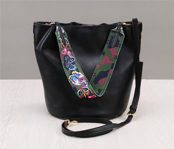 High Quality Soft Leather Simple Stylish Sleeve Bag For Women Basket Bag