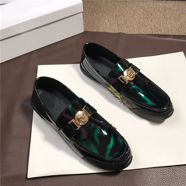 Custom Made Italian Green Patent Leather Designer Shoes Men Flat Moccasin Famous Brand Shoes