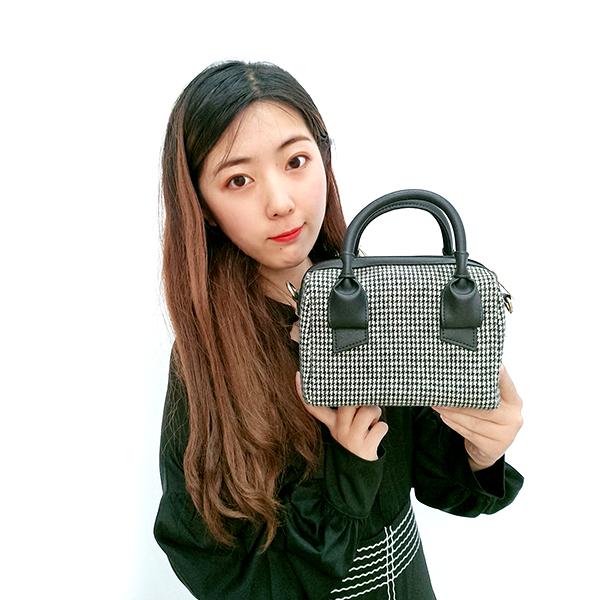 New chic retro mobile handbag plaid woolen bag versatile shoulder slung small square bag