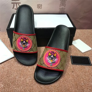 OEM Made Embroidery Slippers Men Style Slippers Factory