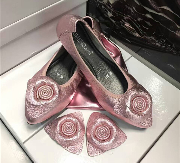 OEM famous brand shoes pink sheepskin flat shoes with Pink Pouch